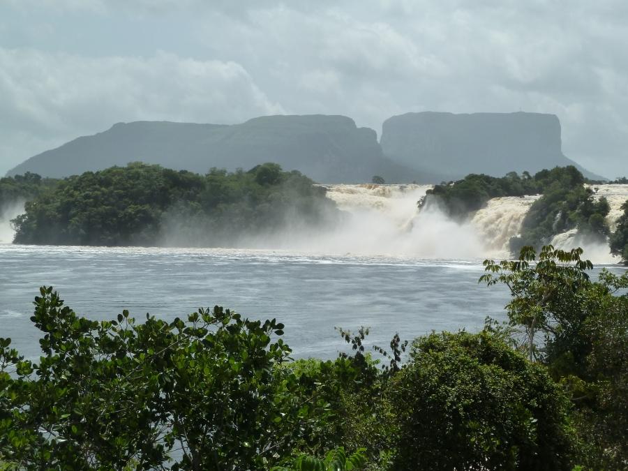 Canaima-Laguna-01